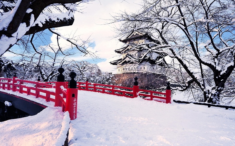 best travel to Japan  in winter