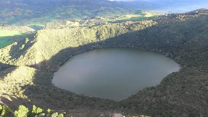 Look for El Dorado in the Guatavita Lagoon